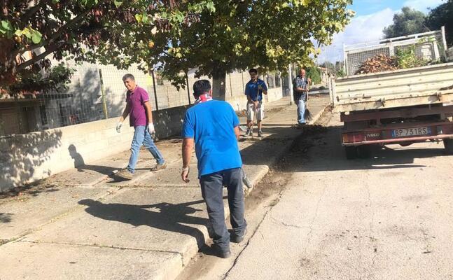 le operazioni di pulizia (foto l unione sarda sirigu)