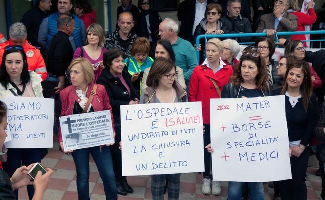 proteste per l ospedale di lanusei (foto simone loi)