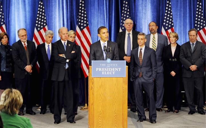 sceglie come vicepresidente joe biden (a sinistra in foto)