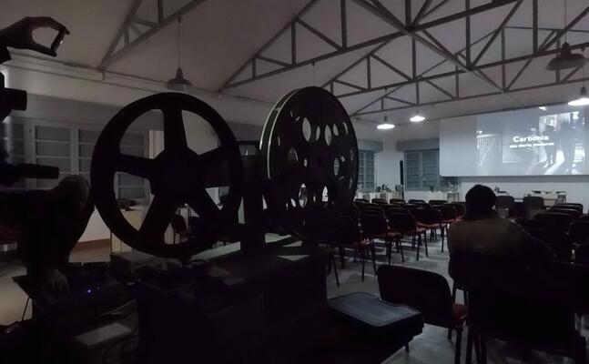 una proiezione alla fabbrica del cinema (foto la fabbrica del cinema)