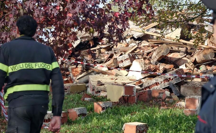 esplosione in provincia di alessandria muoiono tre pompieri
