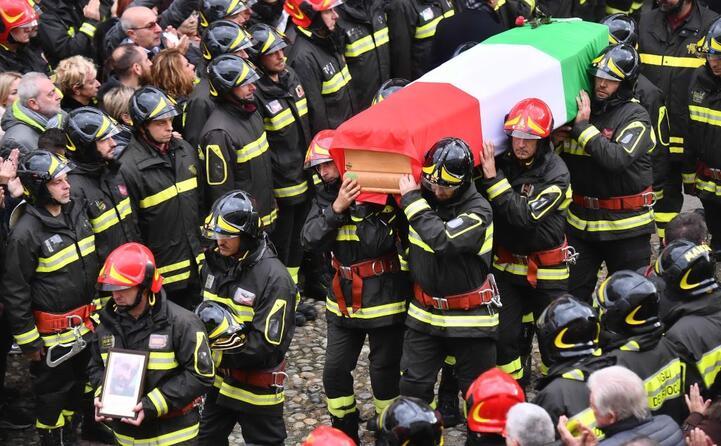 alessandria i funerali dei vigili del fuoco morti nell esplosione