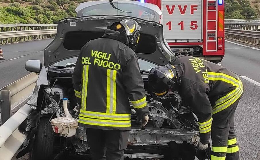 l auto coinvolta nell incidente (foto vigili del fuoco)