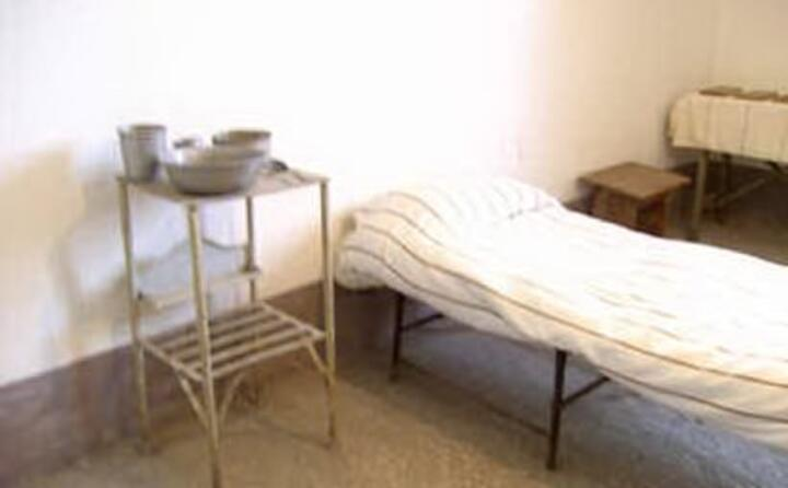 la cella nel carcere di turi