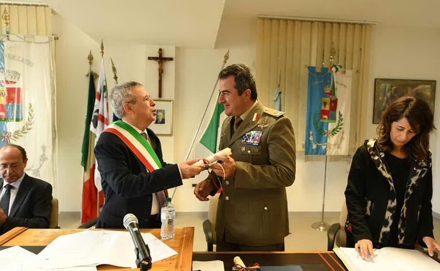 la consegna della cittadinanza onoraria al generale andrea di stasio
