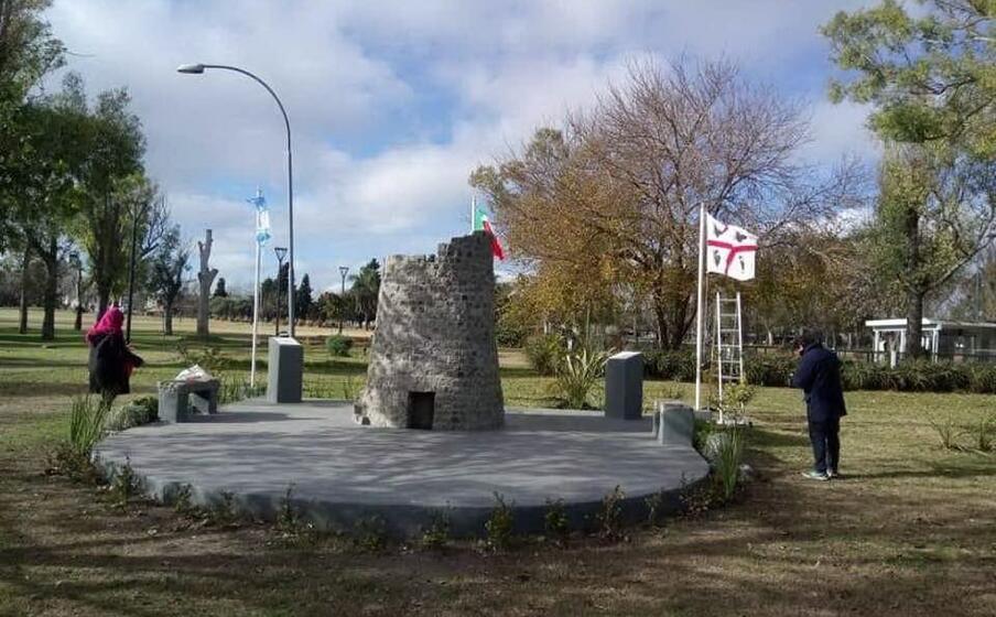 il nuraghe costruito a la plata (foto l unione sarda)