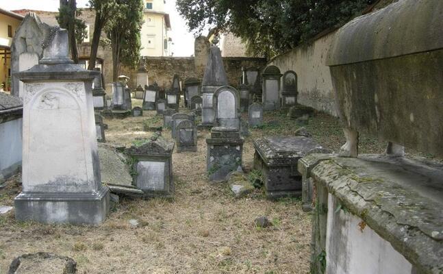 un vecchio cimitero ebraico (foto wikipedia)