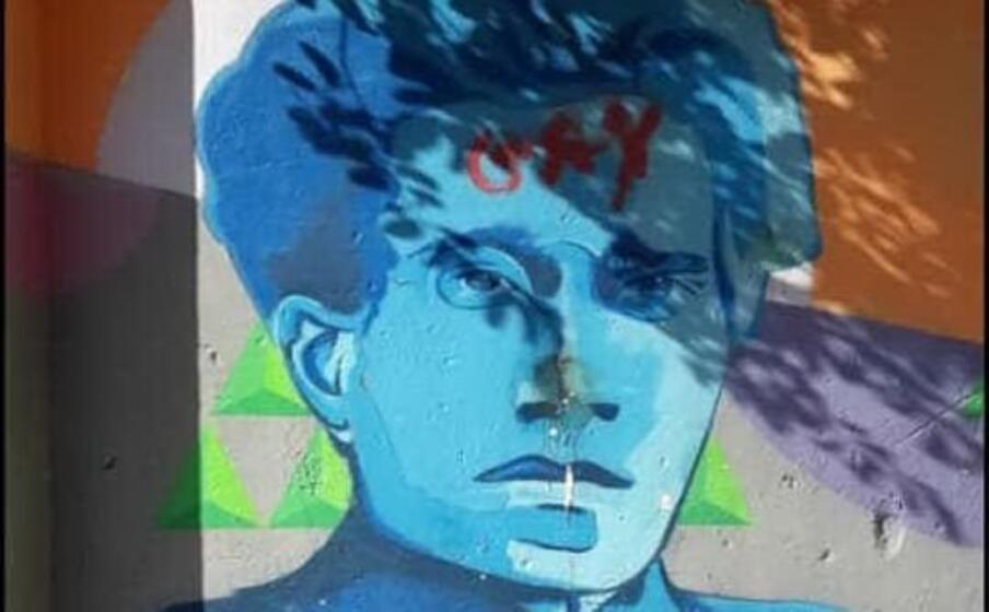 il murale imbrattato (foto fb)