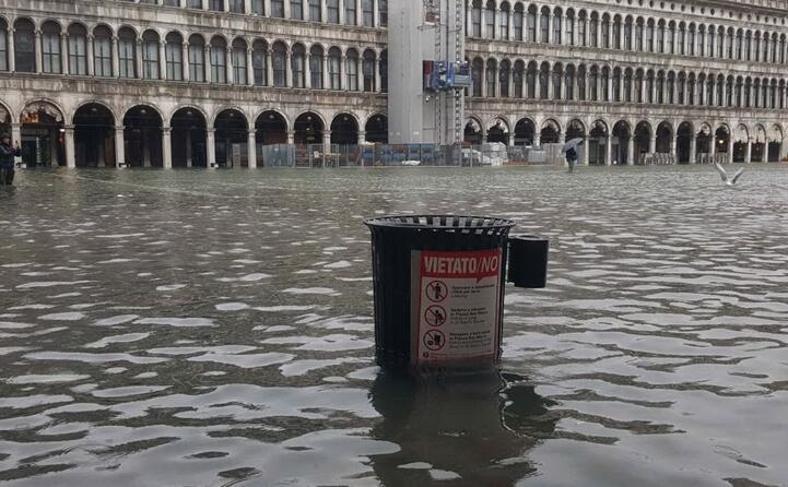 (foto ansa twitter comune di venezia e twitter venezia fc)