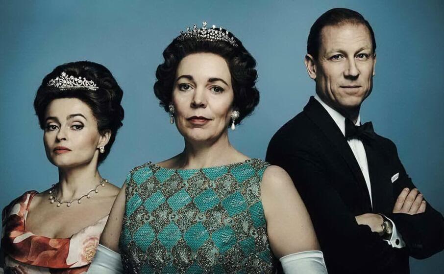 i protagonisti della terza stagione di the crown da sinistra helena boham carter olivia colman e tobias menzies (foto netflix)