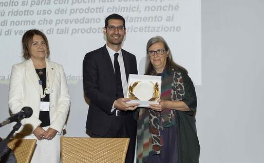 Il premio (foto ufficio stampa)