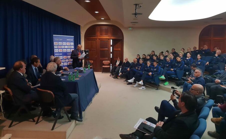 la conferenza stampa (l unione sarda foto garau)