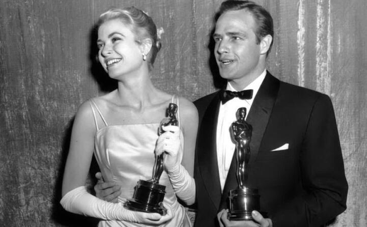 nel 1955 alla cerimonia degli oscar insieme a marlon brando (foto imdb)