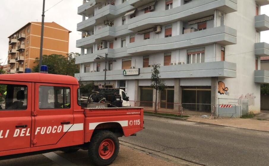 vigili del fuoco in viale gramsci (foto scano)