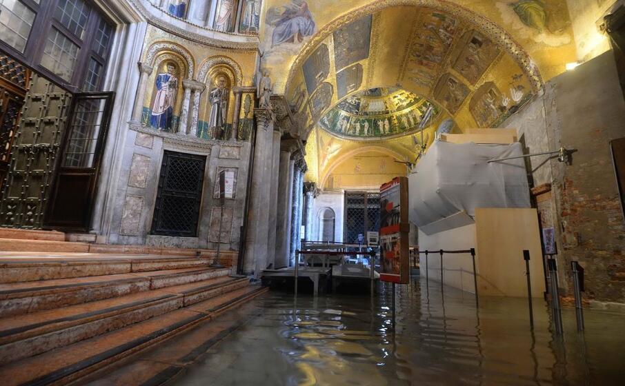 la basilica di san marco danneggiata