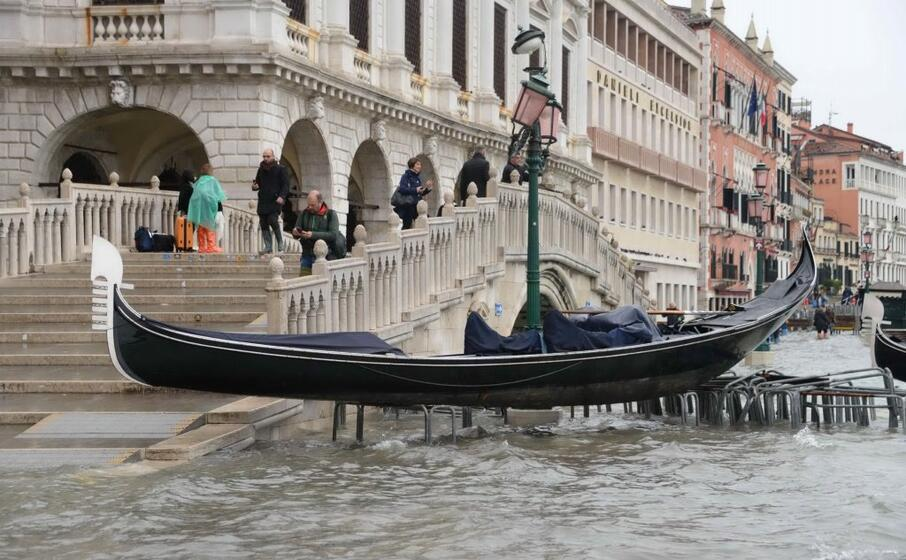 una gondola messa in salvo