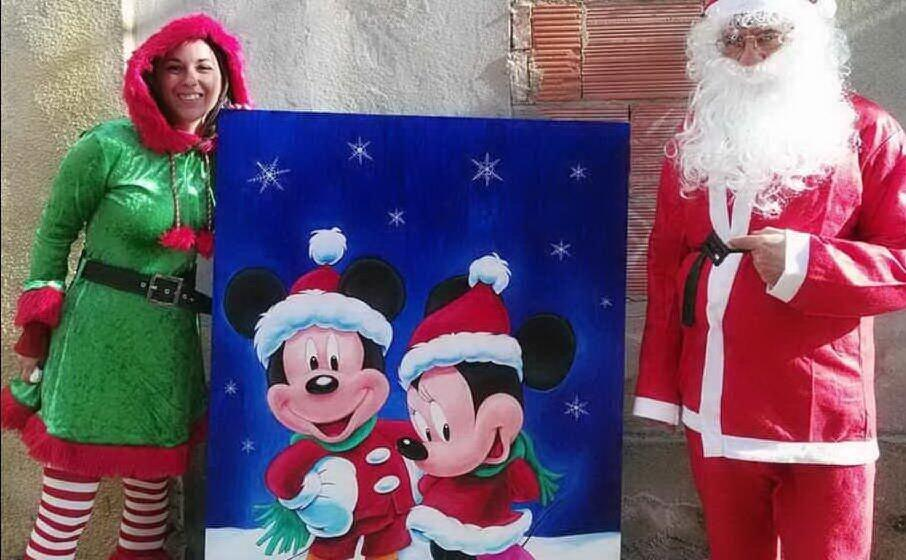 era stato messo all asta anche un quadro a tema disney realizzato dall assessore daniela villasanta (a sinistra) con proventi donati poi alla caritas (foto simone farris)