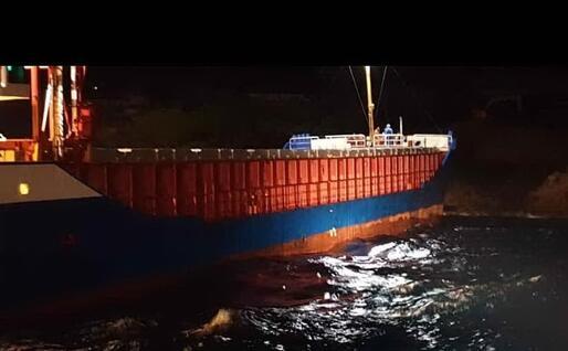 Il cargo incagliato (Foto SNSM Bonifacio)