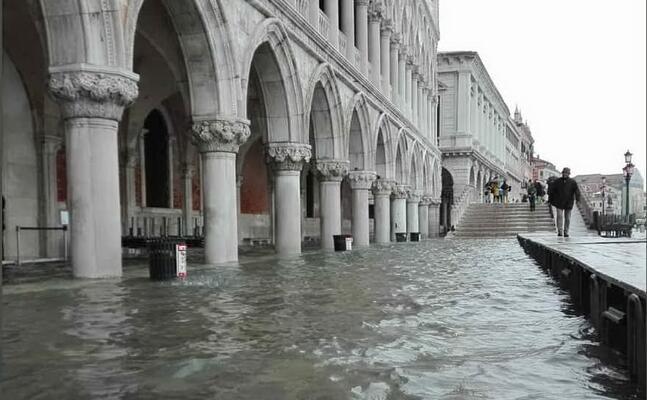 l inondazione (foto twitter comune di venezia)