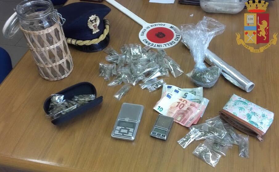 la droga posta sotto sequestro (foto polizia di cagliari)