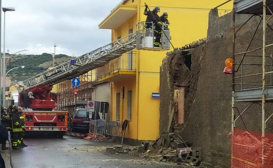 il muro crollato (foto andrea serreli)