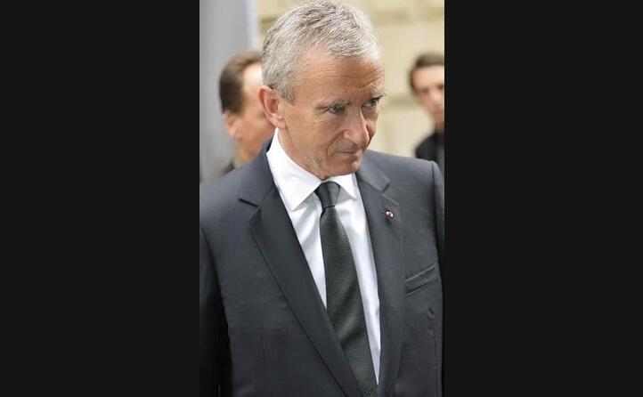 chiude il podio bernard arnault a capo di lvmh con 103 miliardi di dollari