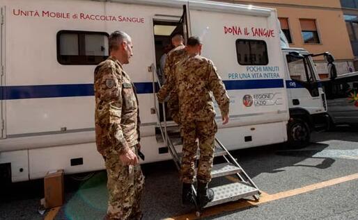 I sassarini non hanno fatto mancare il loro supporto a un'iniziativa di grande importanza e generosità (foto @esercito)