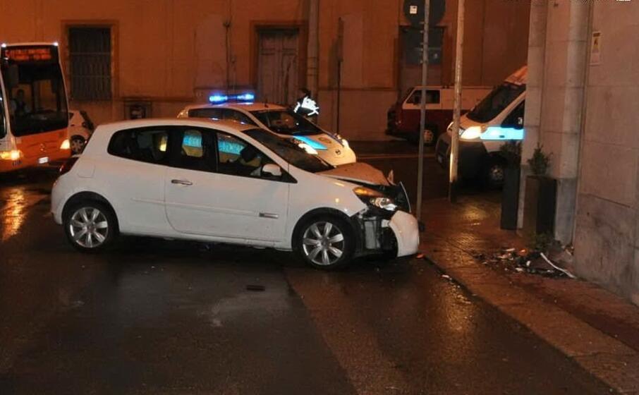 il veicolo coinvolto nell incidente (foto polizia municipale di cagliari)