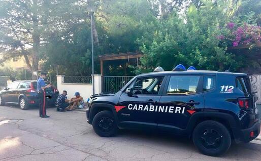 Intercettati 12 migranti a Porto Pino (foto carabinieri di Carbonia)