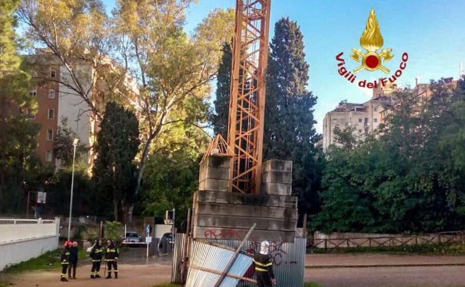 l intervento dei vigili del fuoco (foto pala)