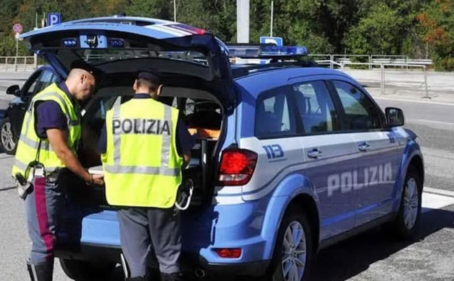 polizia stradale (archivio l unione sarda)