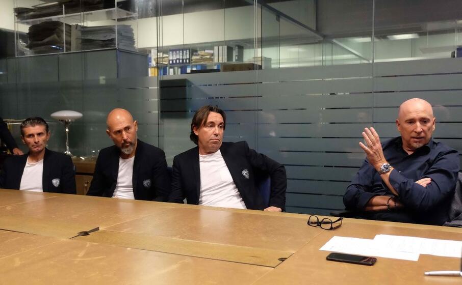 rolando maran (a destra) con il suo staff in redazione (foto ungari)