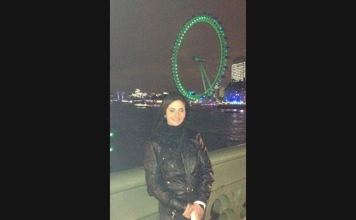 sara cella di selargius in posa davanti alla london eye
