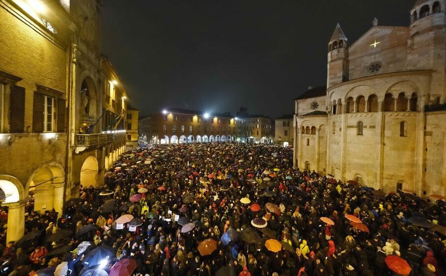 circa 7mila persone si sono radunate in piazza grande