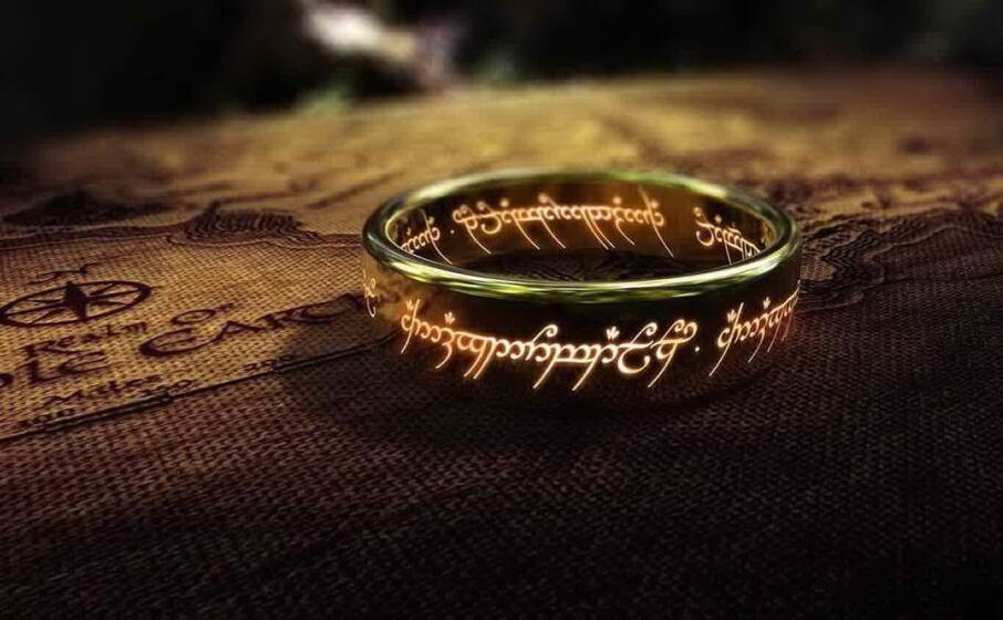 l anello al centro della grande narrazione di tolkien (foto amazon prime)