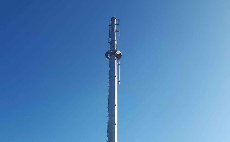 la cima dell antenna contestata (foto antonella pani)