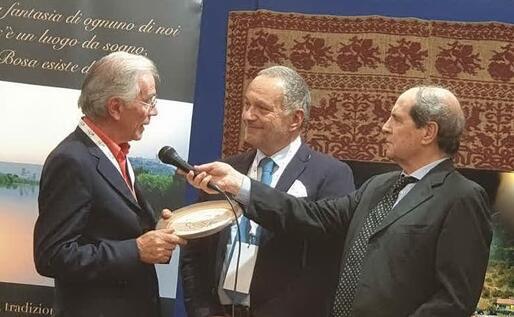 La consegna del premio al procuratore aggiunto di Cagliari (foto Gremio dei Sardi)