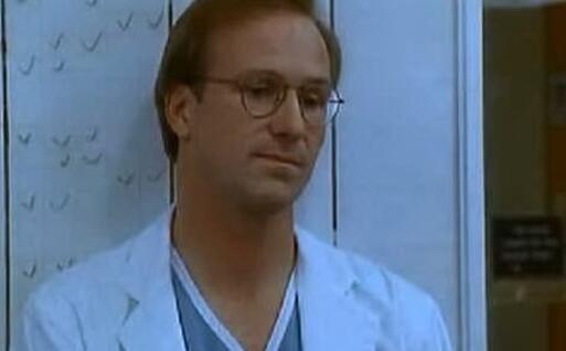 Wiliam Hurt nei panni del dottor MacKee (foto da frame video)