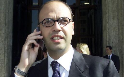 Angelino Alfano nel 2001, alla sua prima legislatura da deputato (Ansa)