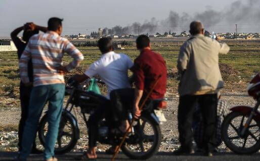 Bombardamenti al confine (Ansa - Epa)