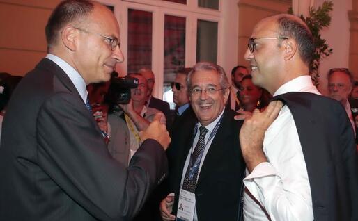Con Enrico Letta, del cui governo è vicepremier e ministro dell'Interno (Ansa)