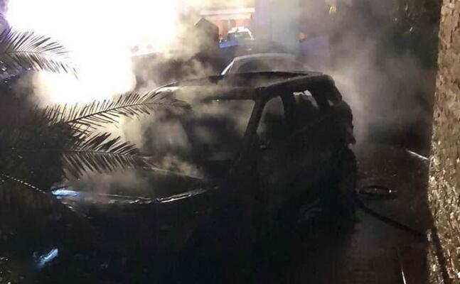 l auto bruciata (foto mariangela pala)