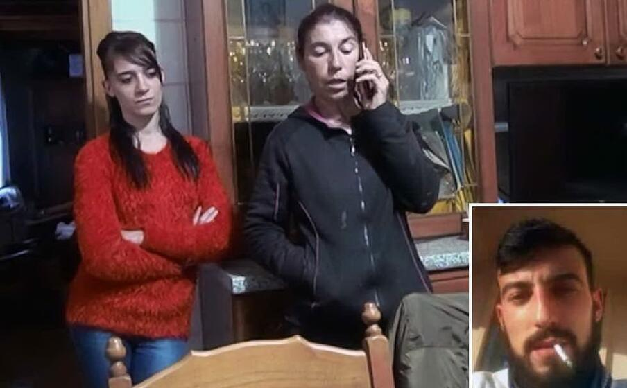 la mamma e la sorella di cristian farris (foto antonio pintori) e nel riquadro il 27enne (archivio l unione sarda)