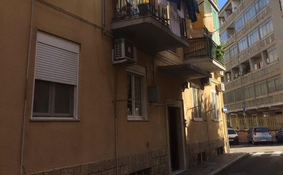 la palazzina di via emilia (foto l unione sarda vercelli)