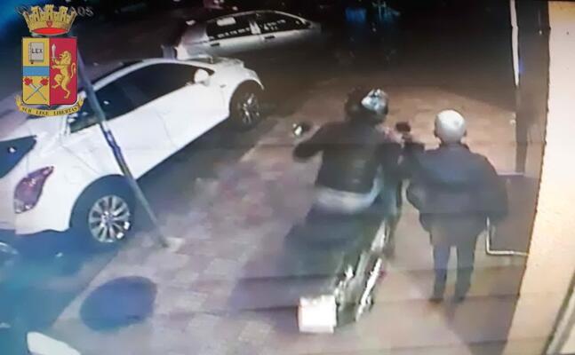 un fermo immagine del video (foto questura)
