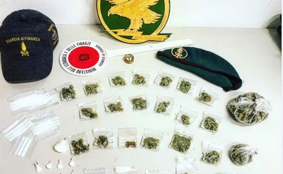 la droga sequestrata (foto guardia di finanza)