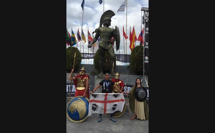 giancarlo utzeri da monastir con la bandiera sarda a sparta in grecia