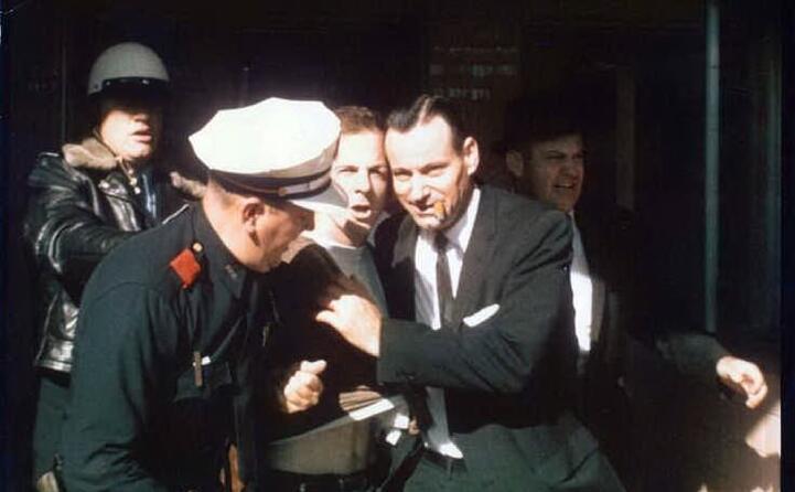 il momento dell arresto di oswald