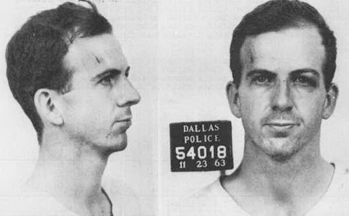 lee harvey oswald la foto segnaletica del responsabile dell omicidio