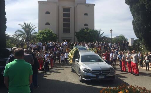 La folla a San Michele (foto L'Unione Sarda - Piras)